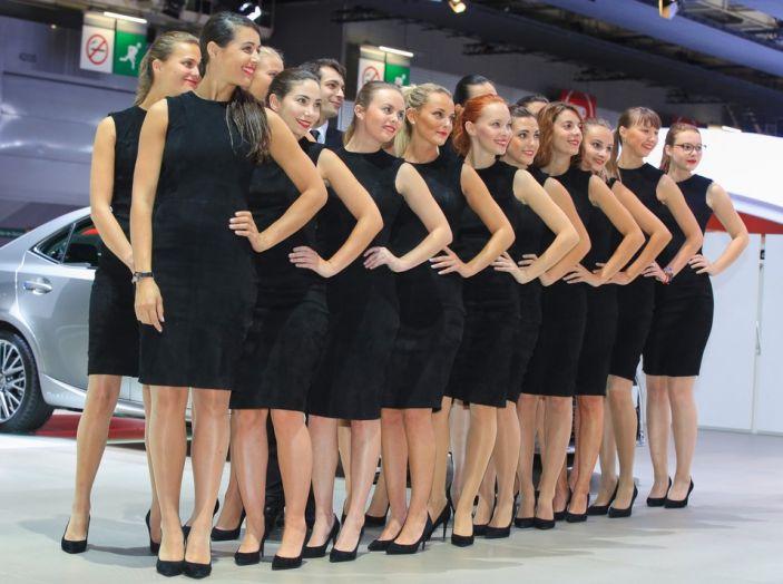 Le ragazze più belle del Salone di Parigi 2016 - Foto 11 di 36
