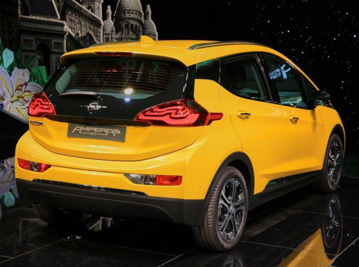 Nuova Opel Ampera-e: la ricarica rapida garantisce un'autonomia di 150 chilometri - Foto 5 di 27