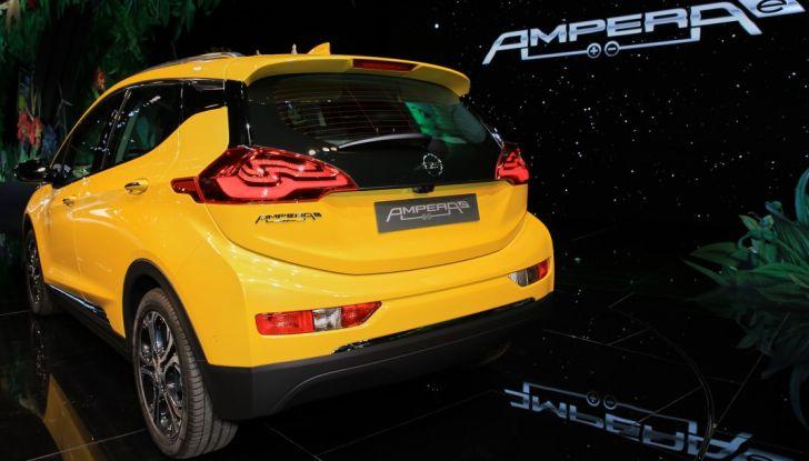 Nuova Opel Ampera-e: la ricarica rapida garantisce un'autonomia di 150 chilometri - Foto 15 di 27