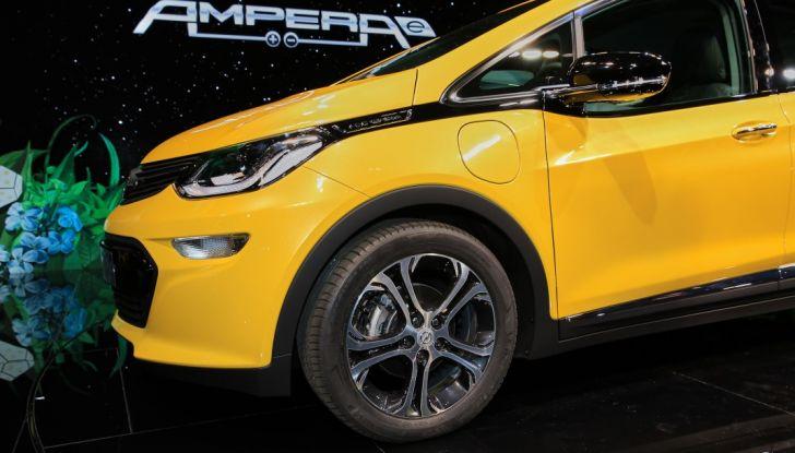 Nuova Opel Ampera-e: la ricarica rapida garantisce un'autonomia di 150 chilometri - Foto 17 di 27