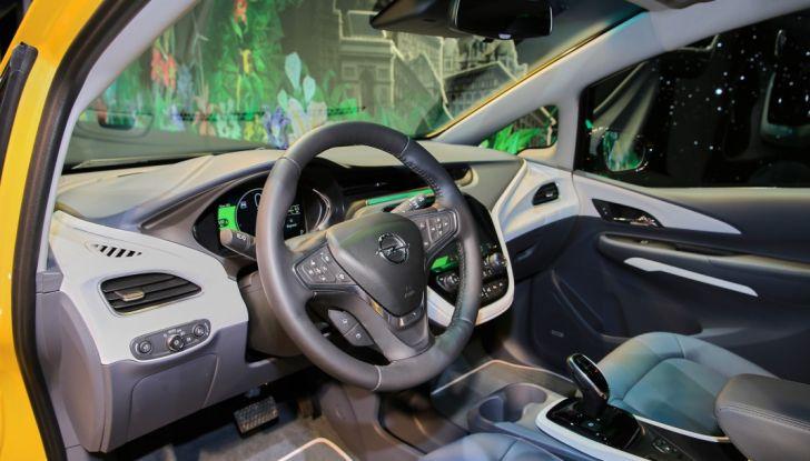 Nuova Opel Ampera-e: la ricarica rapida garantisce un'autonomia di 150 chilometri - Foto 19 di 27