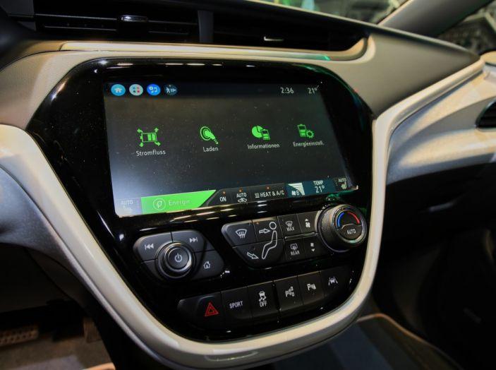 Nuova Opel Ampera-e: la ricarica rapida garantisce un'autonomia di 150 chilometri - Foto 21 di 27