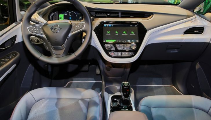 Nuova Opel Ampera-e: la ricarica rapida garantisce un'autonomia di 150 chilometri - Foto 22 di 27