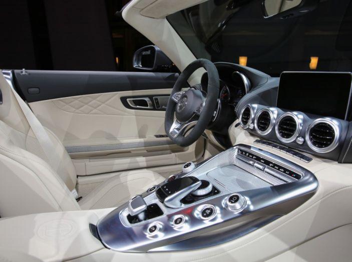 auto novità mercedes amg GT interno Salone di Parigi