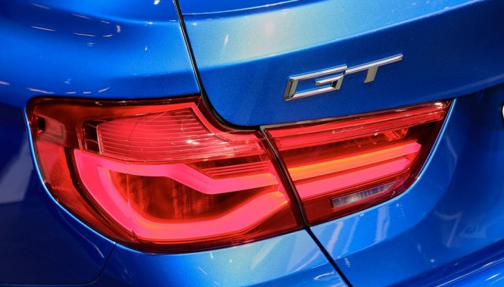 auto salone parigi bmw serie 3 GT dettaglio fanale