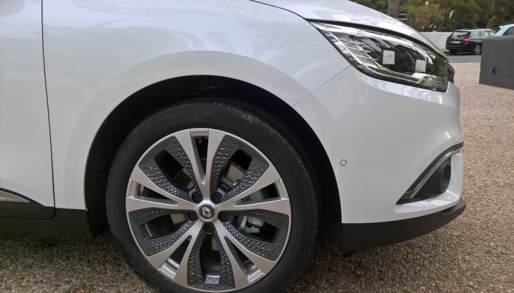 Test drive Nuova Renault Scenic 5 posti e 7 posti - Foto 4 di 35