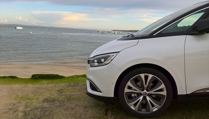 Test drive Nuova Renault Scenic 5 posti e 7 posti - Foto 2 di 35