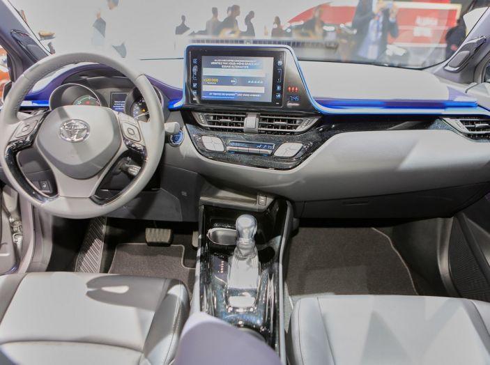 Toyota C-HR - Foto 13 di 14