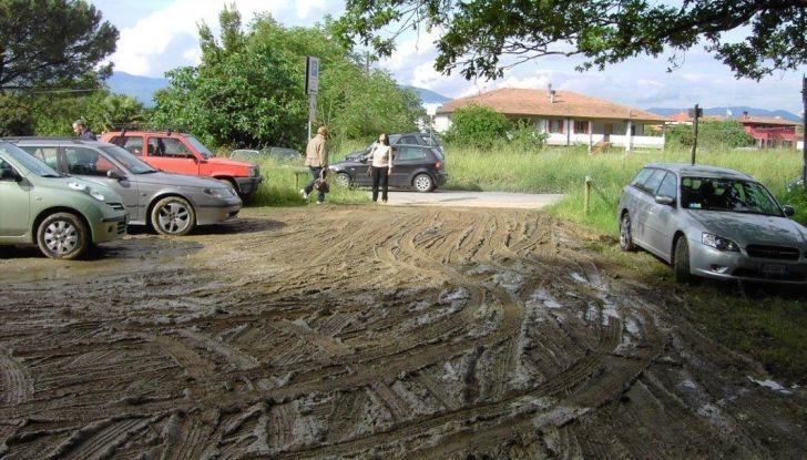Consigli: i 5 modi per uscire dal fango con l'auto impantanata - Foto 4 di 8