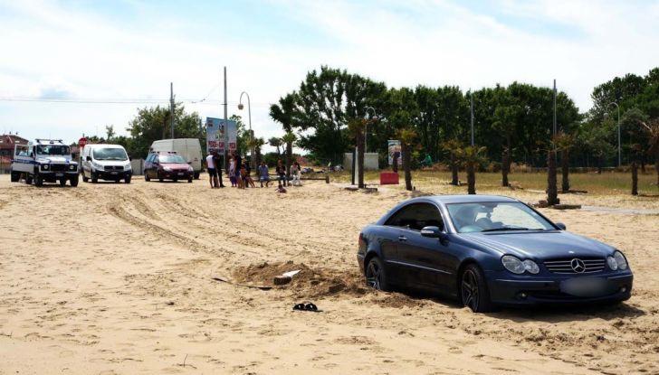 Consigli: i 5 modi per uscire dal fango con l'auto impantanata - Foto 5 di 8