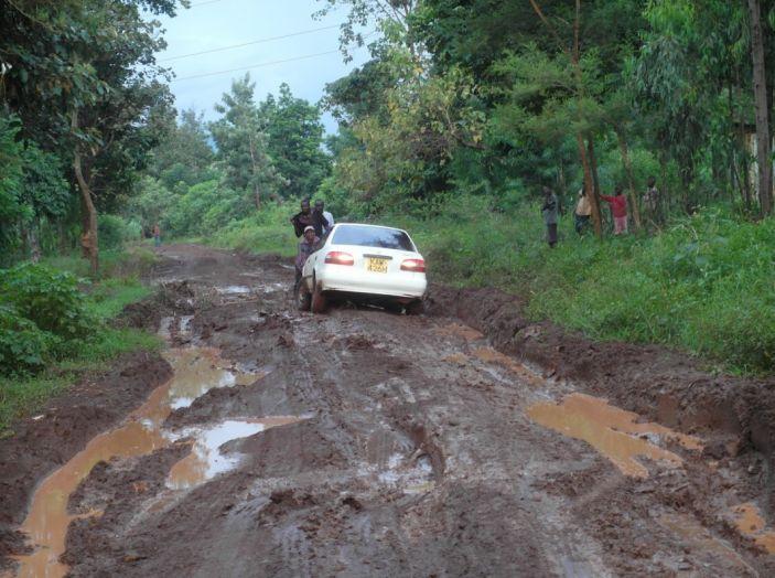 Consigli: i 5 modi per uscire dal fango con l'auto impantanata - Foto 6 di 8
