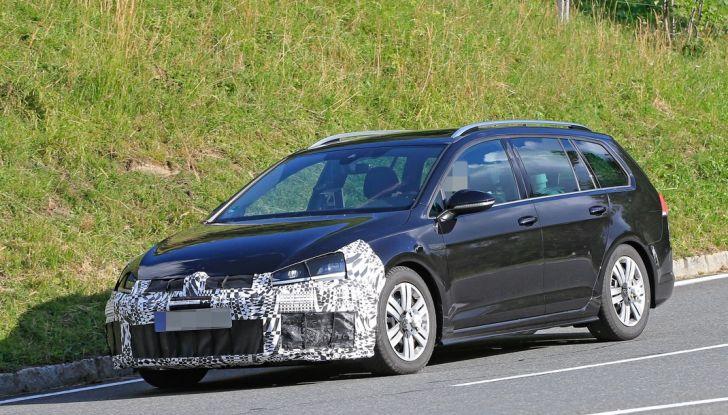 Volkswagen Golf VII R Variant Facelift prime foto spia - Foto 2 di 14