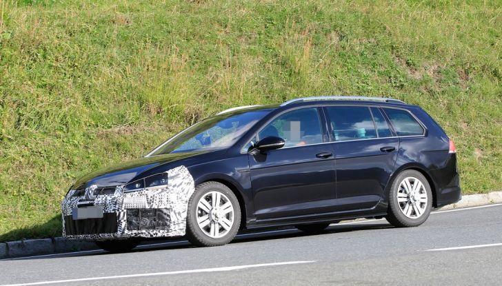 Volkswagen Golf VII R Variant Facelift prime foto spia - Foto 3 di 14