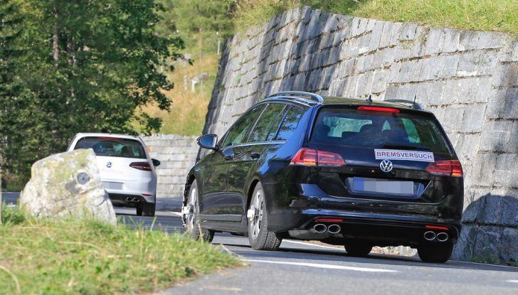 Volkswagen Golf VII R Variant Facelift prime foto spia - Foto 6 di 14
