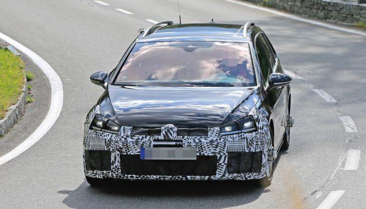 Volkswagen Golf VII R Variant Facelift prime foto spia - Foto 7 di 14