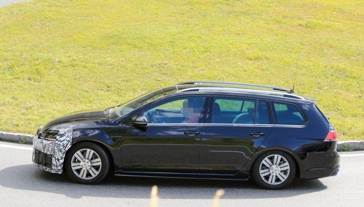 Volkswagen Golf VII R Variant Facelift prime foto spia - Foto 9 di 14