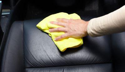 Come pulire i sedili dell'auto