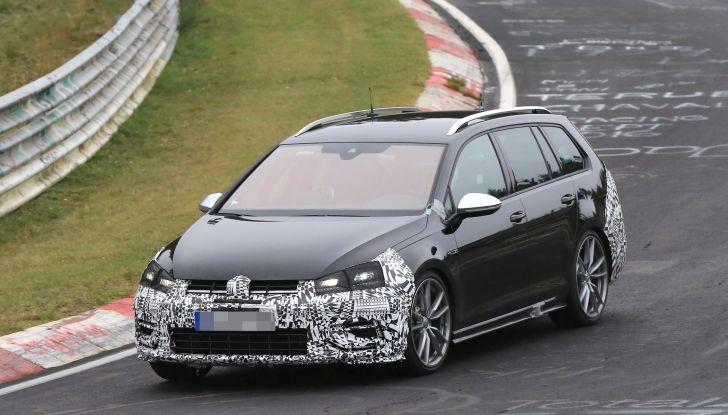 Nuova Volkswagen Golf VII R Variant 2018, foto spia al Ring - Foto 3 di 18