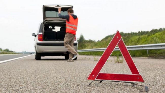 Auto in panne in autostrada: come comportarsi e cosa fare