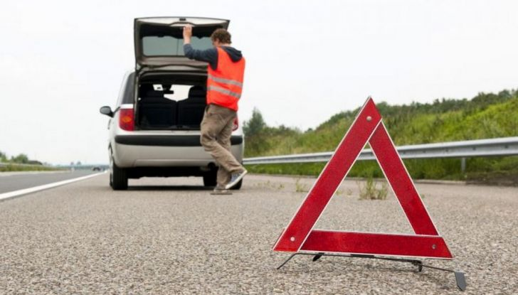 Auto in panne in autostrada: come comportarsi e cosa fare - Foto 1 di 7