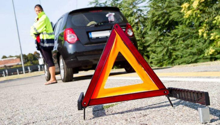 Auto in panne in autostrada: come comportarsi e cosa fare - Foto 3 di 7
