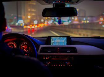 Come guidare di notte, consigli e accorgimenti