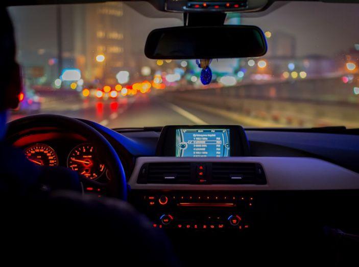 Come guidare di notte, consigli e accorgimenti - Foto 1 di 6