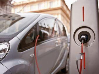 Colonnine di ricarica auto elettriche, la raccolta fondi avviene sul web