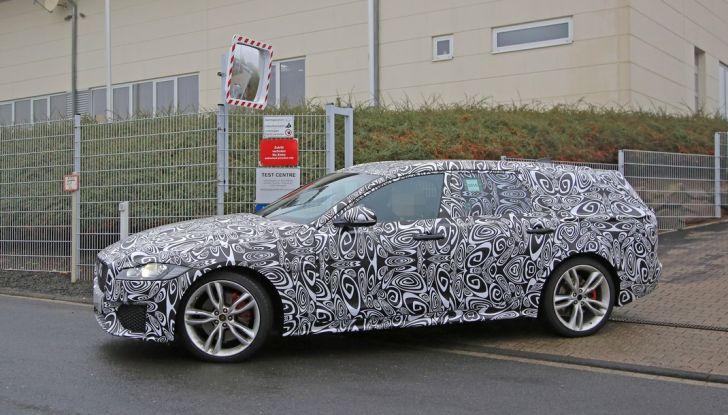 Jaguar XF S Sportbrake prime foto spia della nuova generazione della wagon sportiva - Foto 12 di 16
