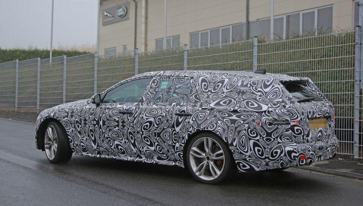 Jaguar XF S Sportbrake prime foto spia della nuova generazione della wagon sportiva - Foto 13 di 16