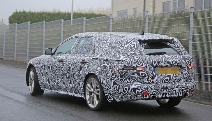 Jaguar XF S Sportbrake prime foto spia della nuova generazione della wagon sportiva - Foto 14 di 16