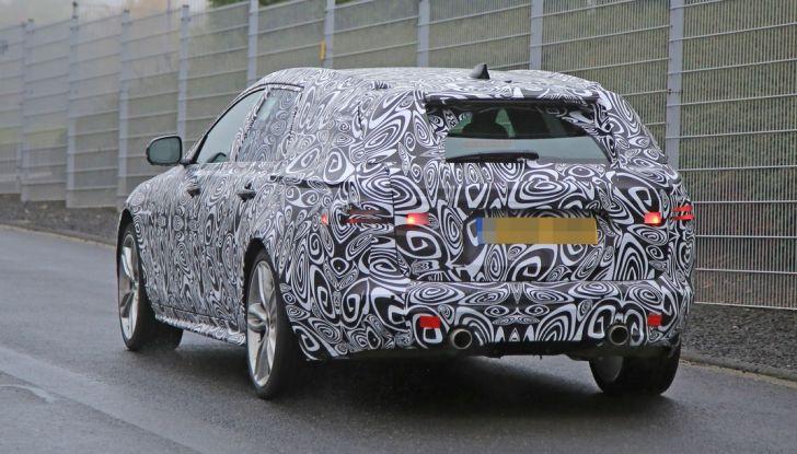 Jaguar XF S Sportbrake prime foto spia della nuova generazione della wagon sportiva - Foto 15 di 16