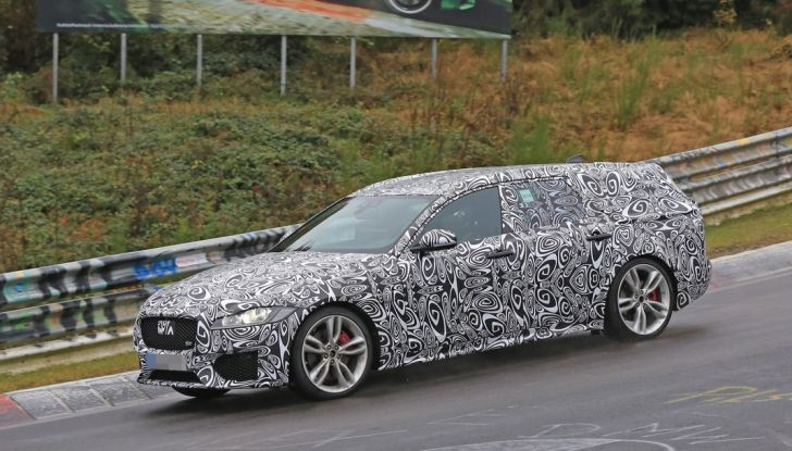 Jaguar XF S Sportbrake prime foto spia della nuova generazione della wagon sportiva - Foto 1 di 16