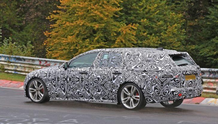 Jaguar XF S Sportbrake prime foto spia della nuova generazione della wagon sportiva - Foto 10 di 16