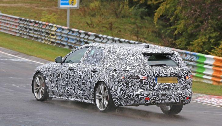 Jaguar XF S Sportbrake prime foto spia della nuova generazione della wagon sportiva - Foto 2 di 16