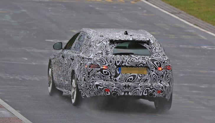 Jaguar XF S Sportbrake prime foto spia della nuova generazione della wagon sportiva - Foto 8 di 16