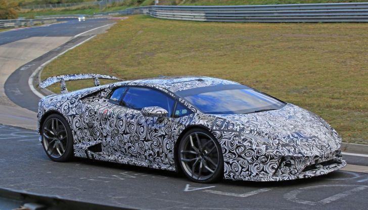 Lamborghini Huracan Superleggera, foto spia delle modifiche del frontale - Foto 12 di 14
