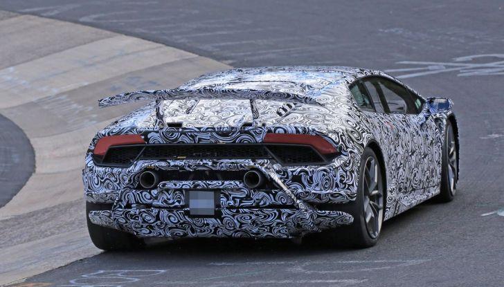 Lamborghini Huracan Superleggera, foto spia delle modifiche del frontale - Foto 13 di 14