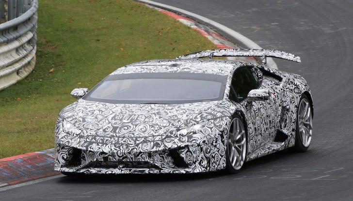 Lamborghini Huracan Superleggera, foto spia delle modifiche del frontale - Foto 5 di 14