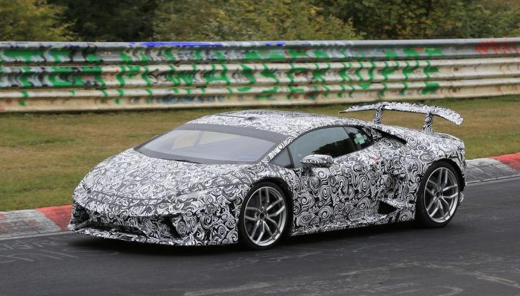 Lamborghini Huracan Superleggera, foto spia delle modifiche del frontale - Foto 8 di 14
