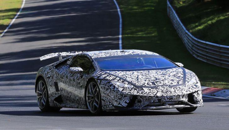 Lamborghini Huracan Superleggera, foto spia delle modifiche del frontale - Foto 1 di 14