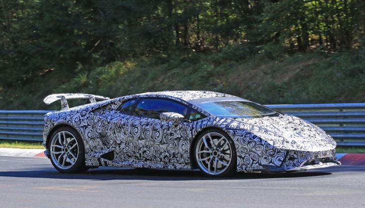 Lamborghini Huracan Superleggera, foto spia delle modifiche del frontale - Foto 4 di 14