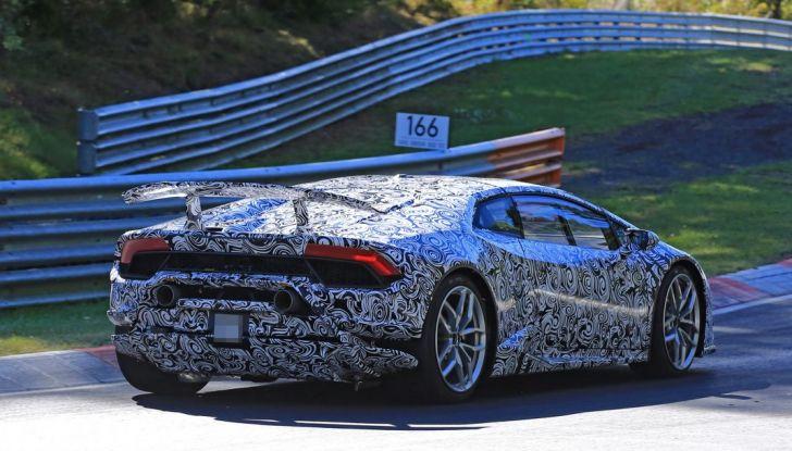 Lamborghini Huracan Superleggera, foto spia delle modifiche del frontale - Foto 7 di 14
