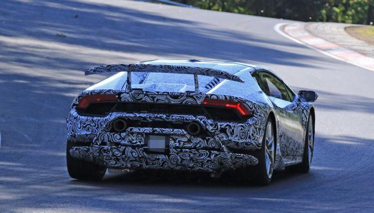 Lamborghini Huracan Superleggera, foto spia delle modifiche del frontale - Foto 9 di 14