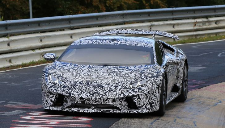 Lamborghini Huracan Superleggera, foto spia delle modifiche del frontale - Foto 10 di 14