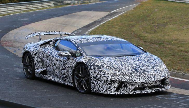 Lamborghini Huracan Superleggera, foto spia delle modifiche del frontale - Foto 11 di 14