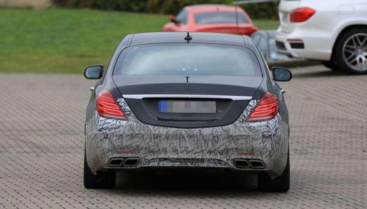 Mercedes AMG S63 Facelift nuove foto spia dei test su pista - Foto 9 di 24