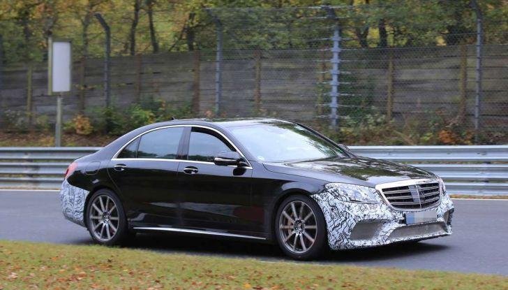 Mercedes AMG S63 Facelift nuove foto spia dei test su pista - Foto 10 di 24