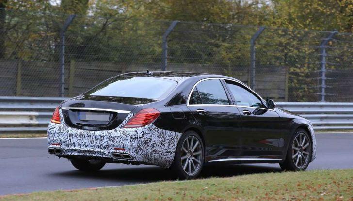 Mercedes AMG S63 Facelift nuove foto spia dei test su pista - Foto 11 di 24