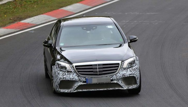 Mercedes AMG S63 Facelift nuove foto spia dei test su pista - Foto 12 di 24